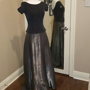 A long formal gown size 6